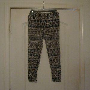 Forever 21 Black&White Southwestern Ankle Pants M